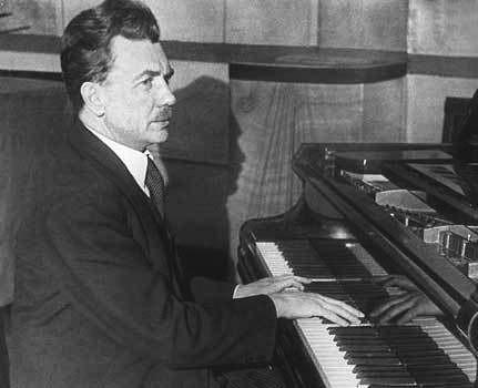 Генрих Нейгауз за роялем (фото)