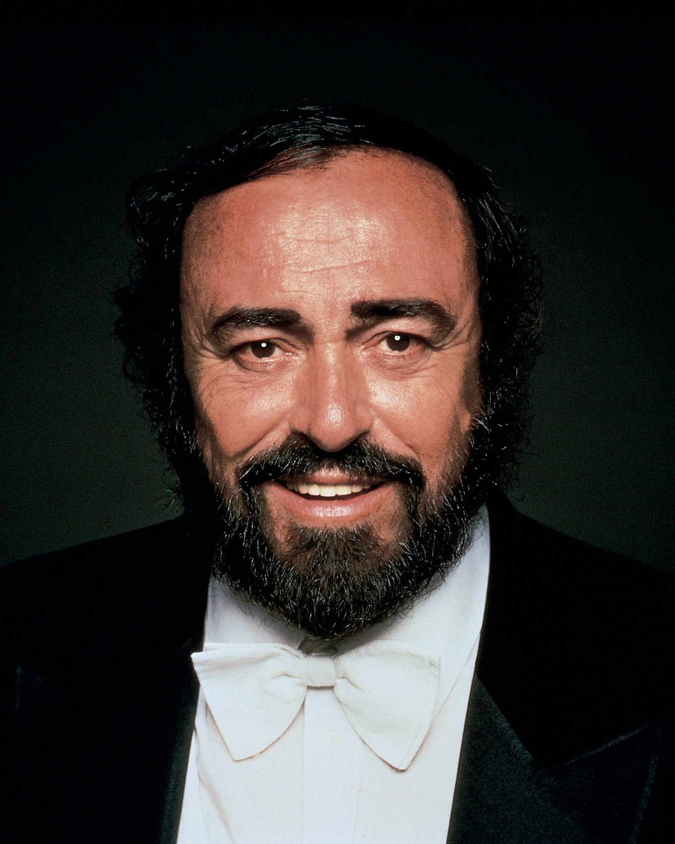 Лучано Паваротти (1935-2007), итальянский оперный певец, тенор
