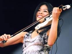 Ванесса Мэй (фото с концерта Лучано Паваротти; Лондон, Гайд-Парк, 2001 г.)