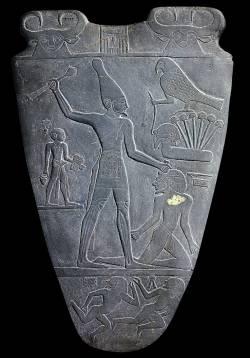 Палетка Нармера, ок. 3200-3000 годы до н. э., реверс